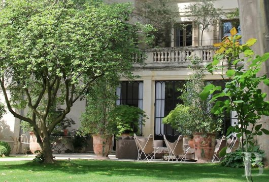 A former mansion transformed into a guest house  in the middle of the largest private garden in the papal city of Avignon  - photo  n°7