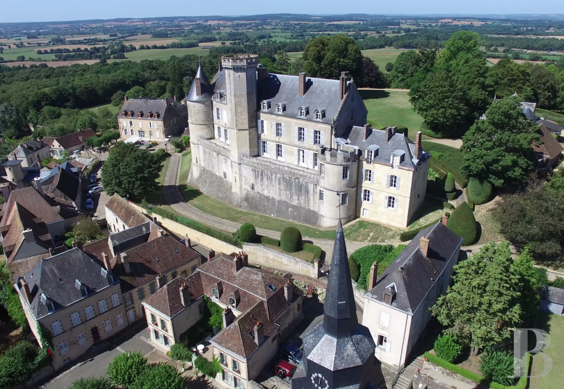 A chateau with a long and captivating history,  watching over the entrance to the Perche Sarthois - photo  n°1