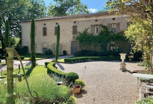chateaux for sale France midi pyrenees   - 13