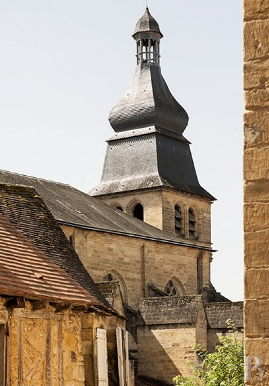 A former mansion with medieval origins now housing five bright suites in Sarlat - photo  n°3