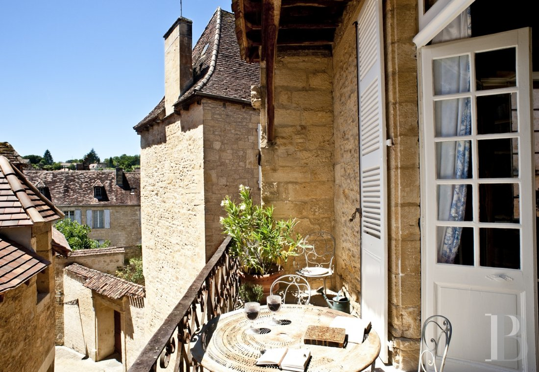 A former mansion with medieval origins now housing five bright suites in Sarlat - photo  n°4