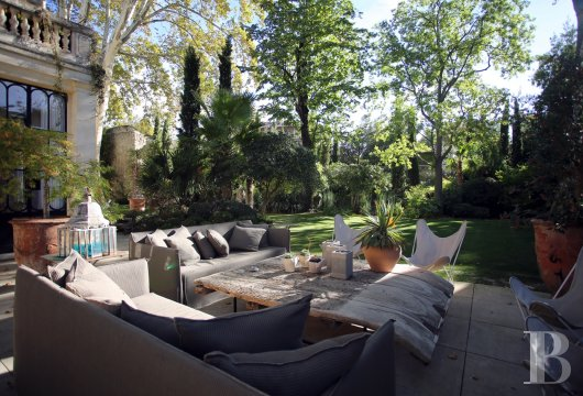 A former mansion transformed into a guest house  in the middle of the largest private garden in the papal city of Avignon  - photo  n°4