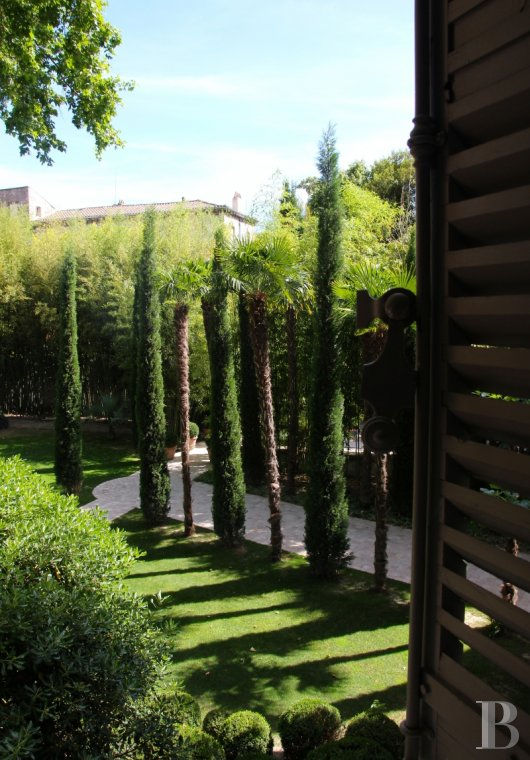 A former mansion transformed into a guest house  in the middle of the largest private garden in the papal city of Avignon  - photo  n°2