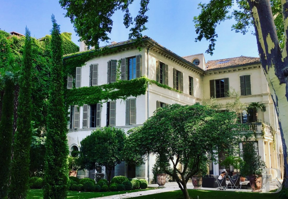 A former mansion transformed into a guest house  in the middle of the largest private garden in the papal city of Avignon  - photo  n°1