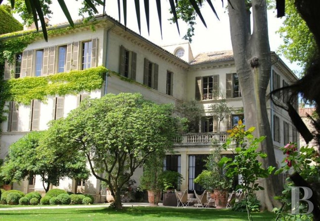 A former mansion transformed into a guest house  in the middle of the largest private garden in the papal city of Avignon  - photo  n°5