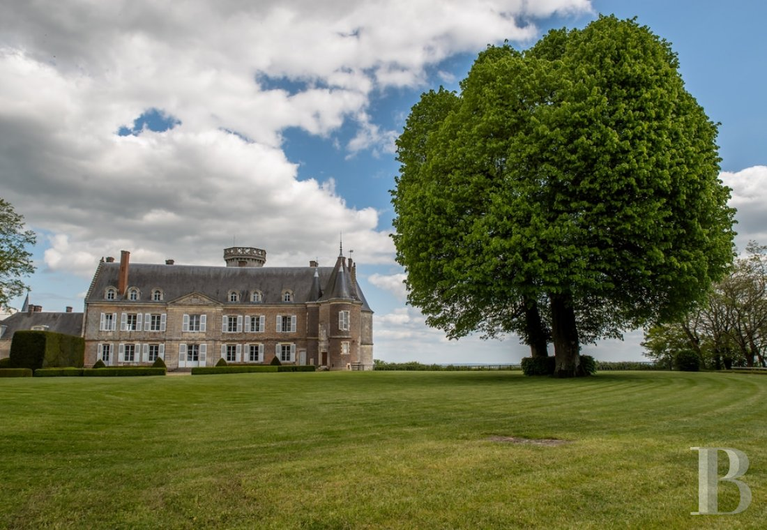 A chateau with a long and captivating history,  watching over the entrance to the Perche Sarthois - photo  n°2