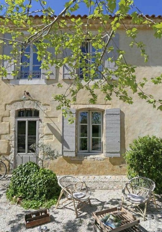 A former 17th century coaching inn  for provincial holidays with family or friends to the east of Avignon  - photo  n°2