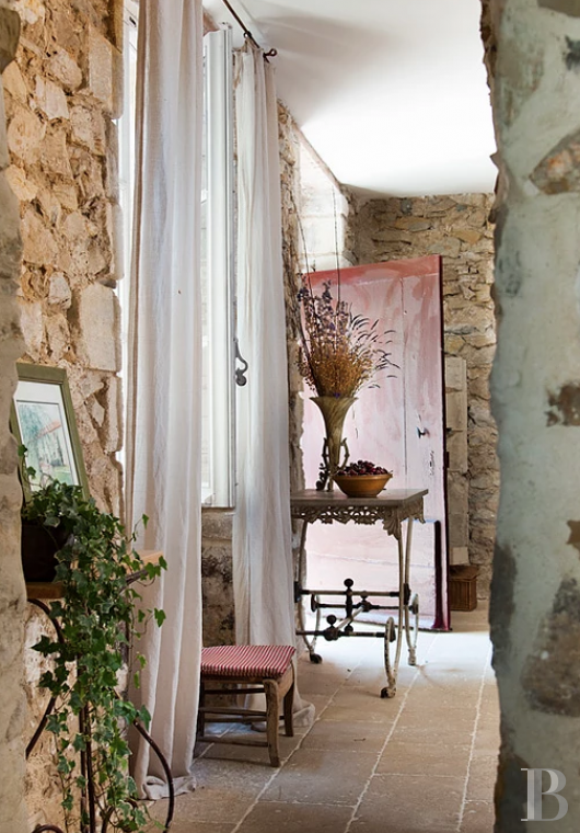 A former 17th century coaching inn  for provincial holidays with family or friends to the east of Avignon  - photo  n°12