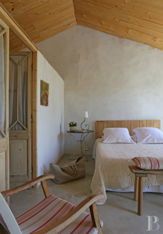 A former 17th century coaching inn  for provincial holidays with family or friends to the east of Avignon  - photo  n°16