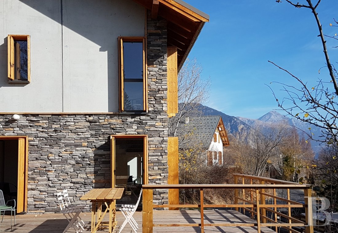 A contemporary chalet overlooking the Durance valley in the south-west of Briançon - photo  n°1