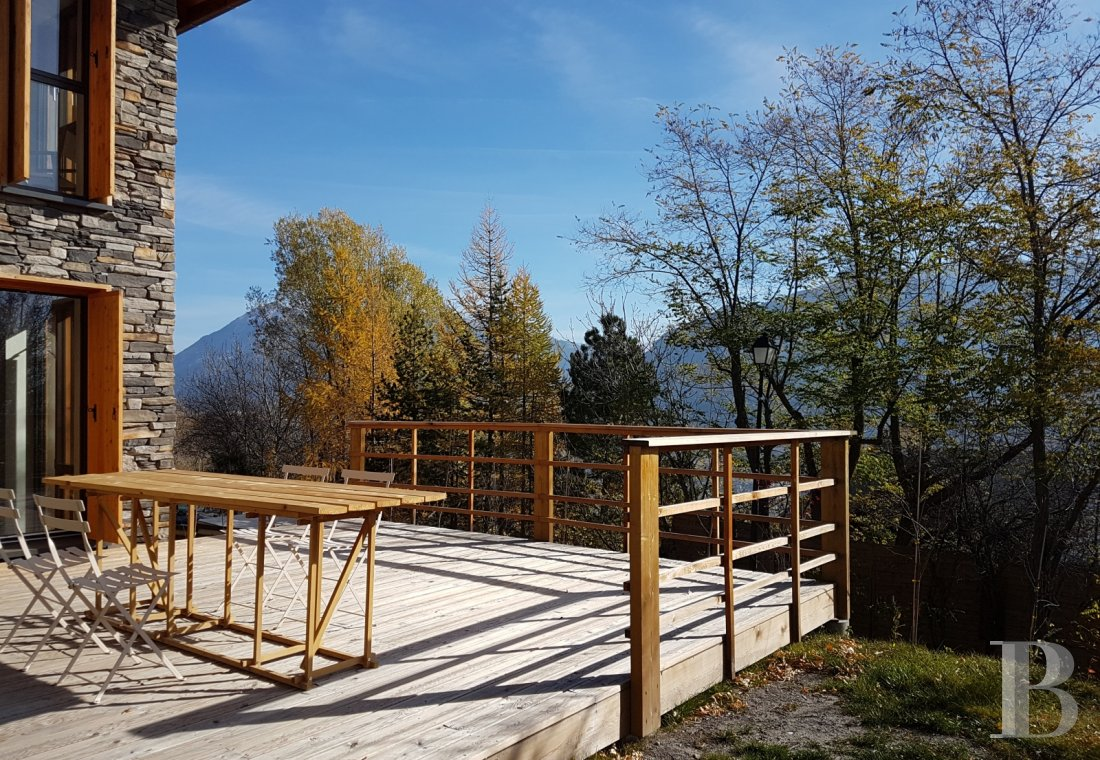 A contemporary chalet overlooking the Durance valley in the south-west of Briançon - photo  n°7