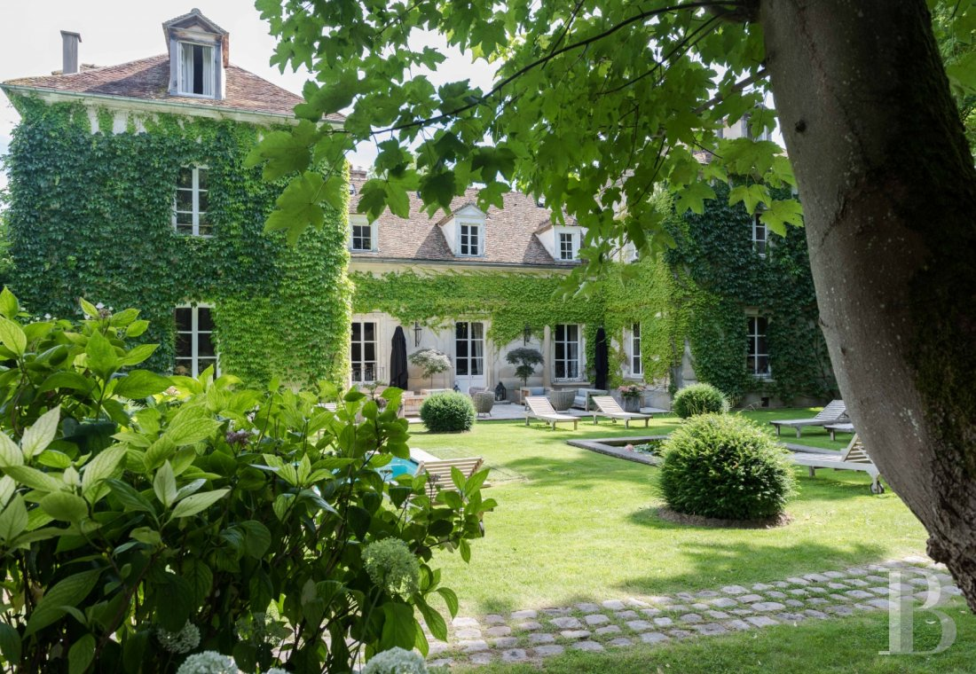 A classic and elegant house for relaxing weekends, family gatherings and important meetings just 50 kilometres from Paris  - photo  n°1
