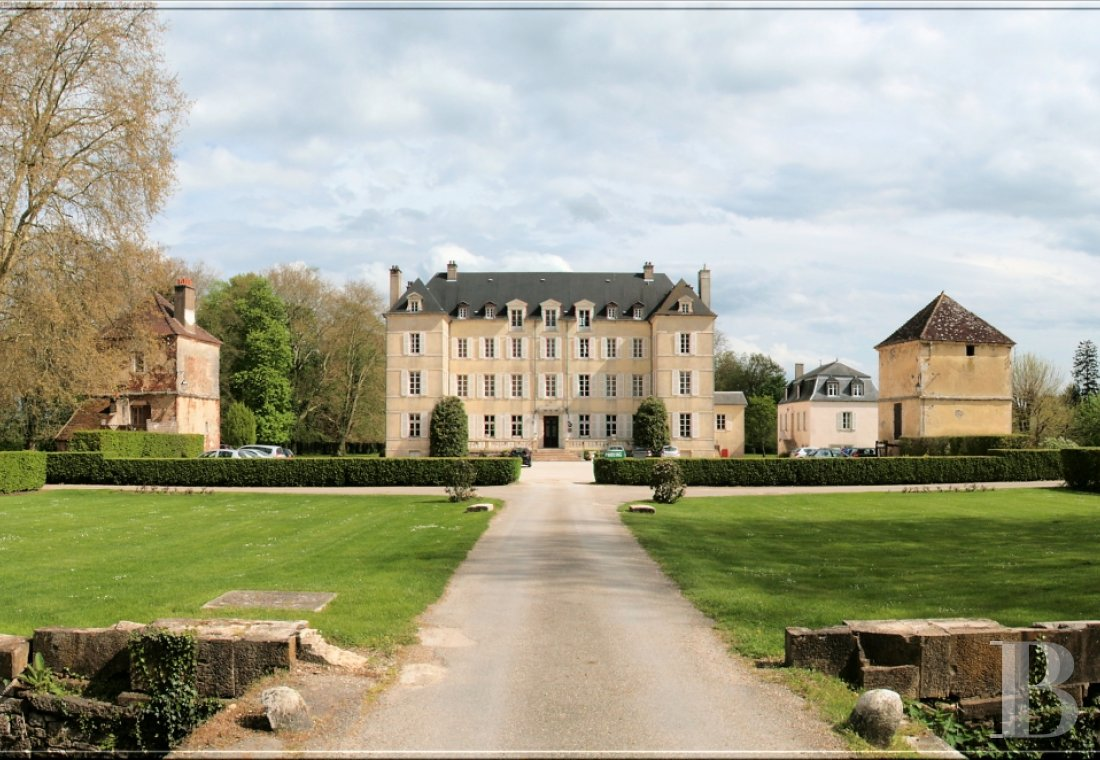 A 17th century chateau-hotel  in Burgundy, not far from the Route des Grands Crus  - photo  n°2