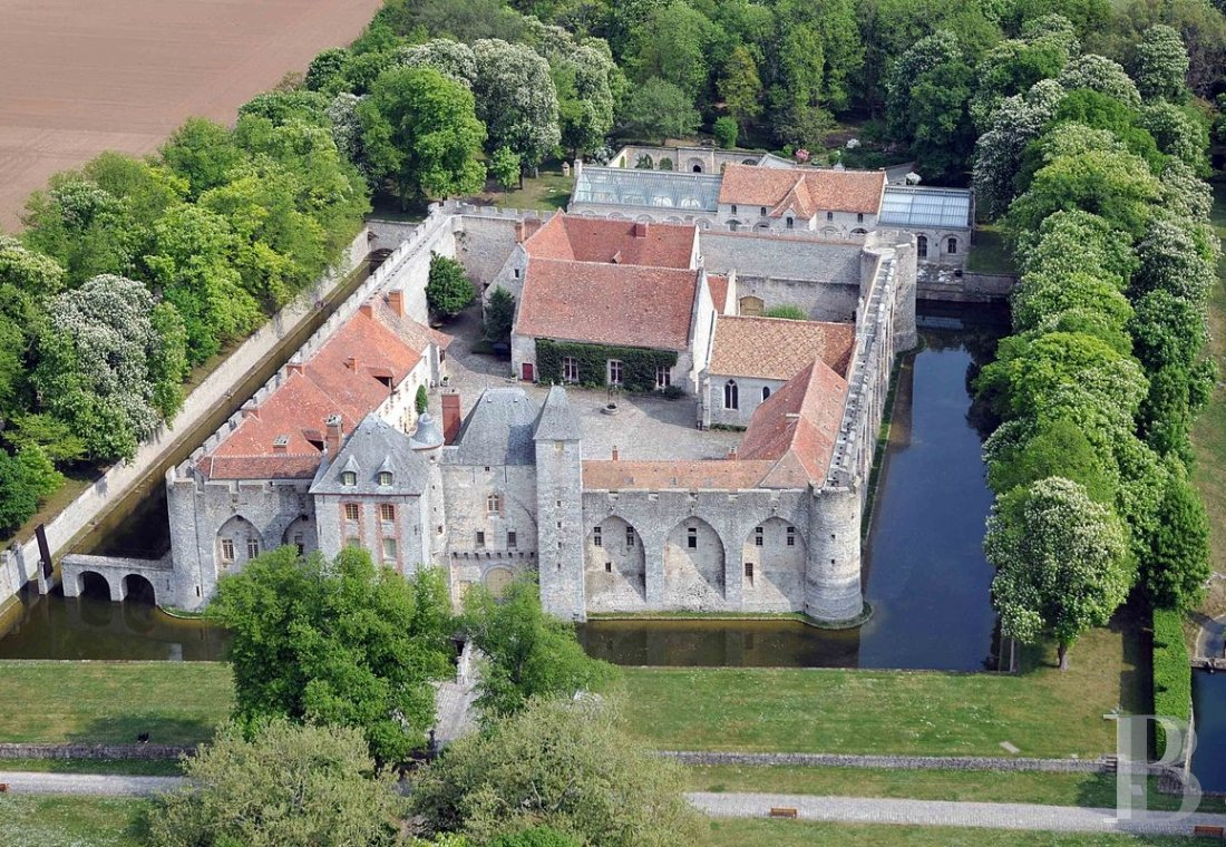 A medieval fortress transformed into a fairy tale castle  in Essonne, less than an hour from Paris - photo  n°1