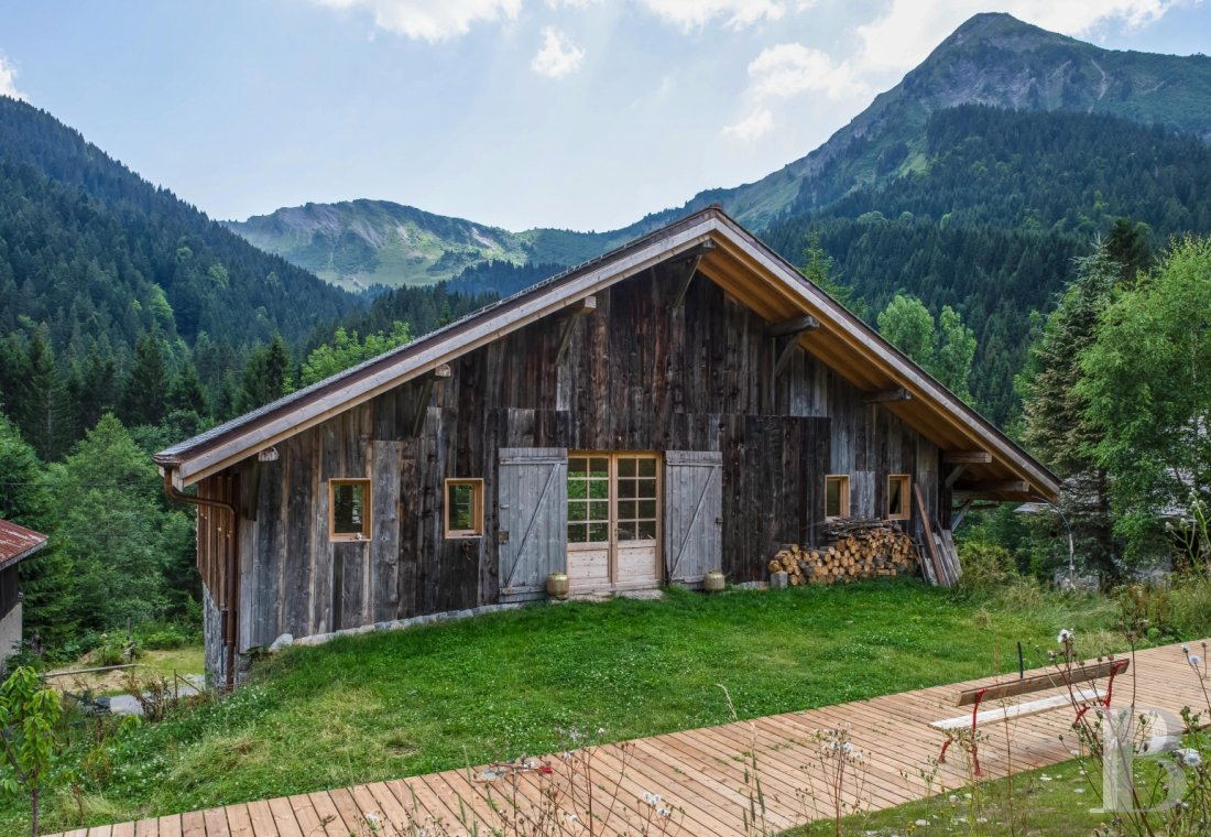 An 18th century farmhouse for large families or groups of friends  in the Channel valley, near Morzine - photo  n°1