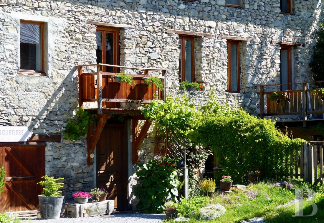 A renovated farmhouse still faithful to its mountains  in the Ubaye Valley and on the outskirts of Mercantour - photo  n°4