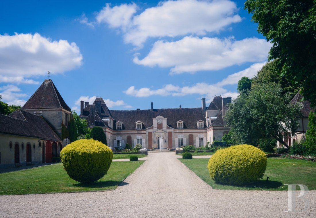 A 17th century chateau open to all arts and cultures in Yonne, Burgundy - photo  n°11