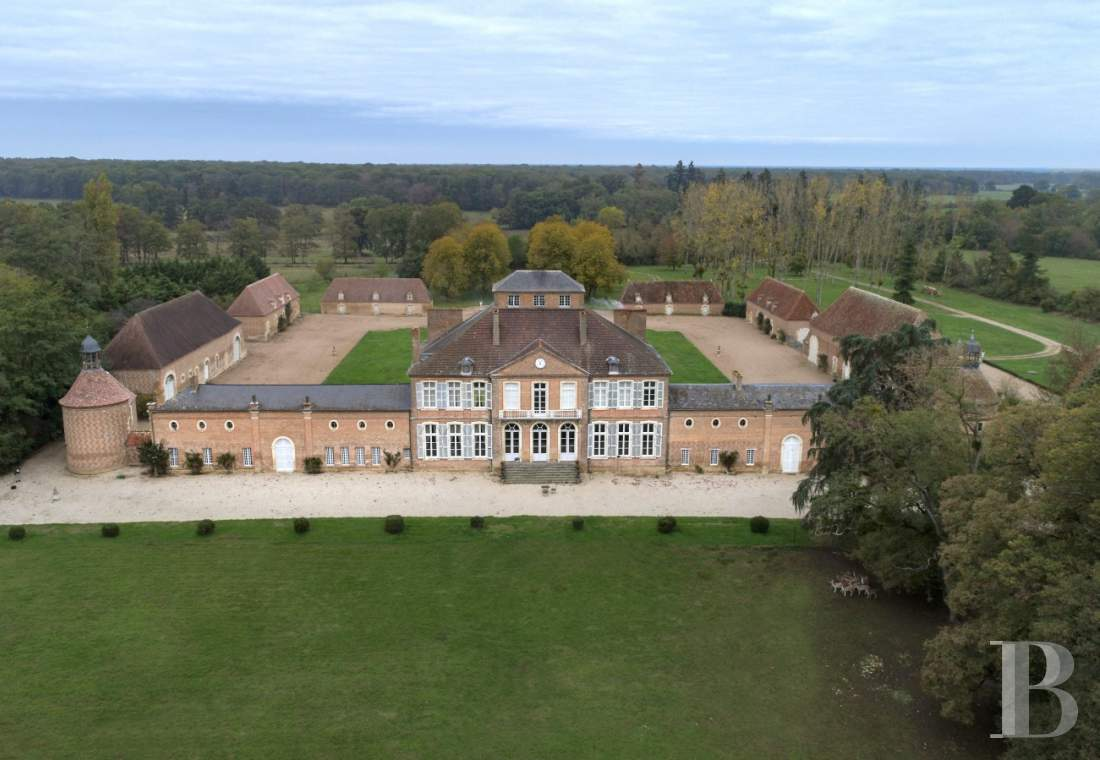 Castles / chateaux for sale - auvergne - An 18th century chateau and its outbuildings, set between meadows, forest and lake  in the centre of France, near to Tronçais Forest and Moulins