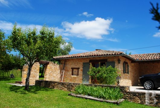 character properties France midi pyrenees   - 17