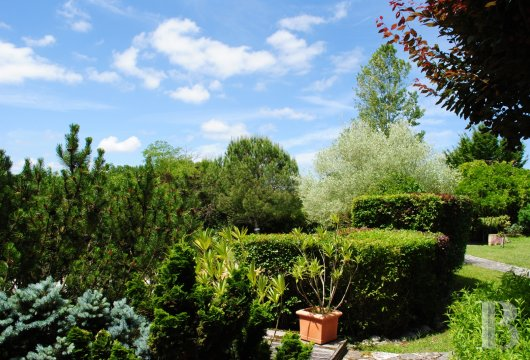 character properties France midi pyrenees   - 20
