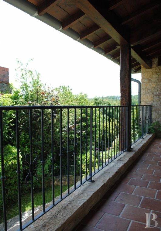 character properties France midi pyrenees   - 16