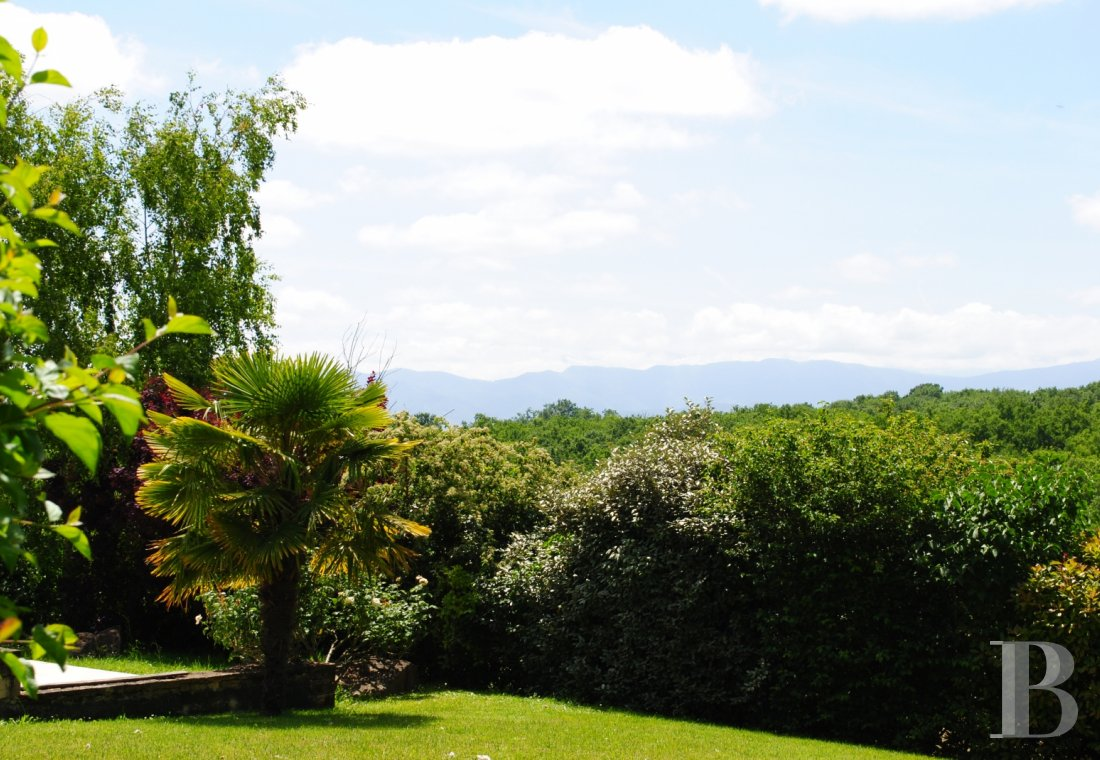 character properties France midi pyrenees   - 24