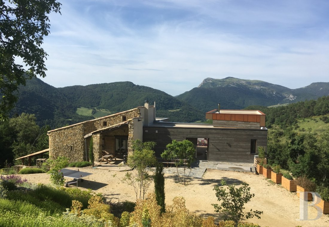 An 18th century hamlet with a contemporary spirit, surrounded by mountains in Drôme Provençale - photo  n°3