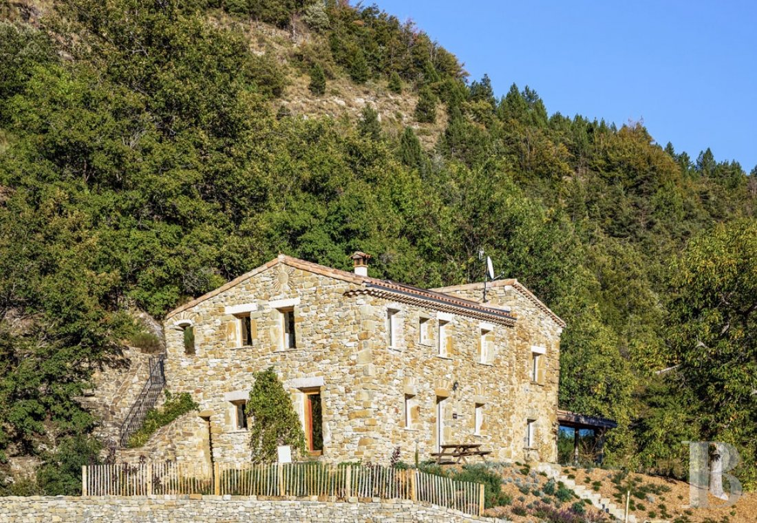 An 18th century hamlet with a contemporary spirit, surrounded by mountains in Drôme Provençale - photo  n°21