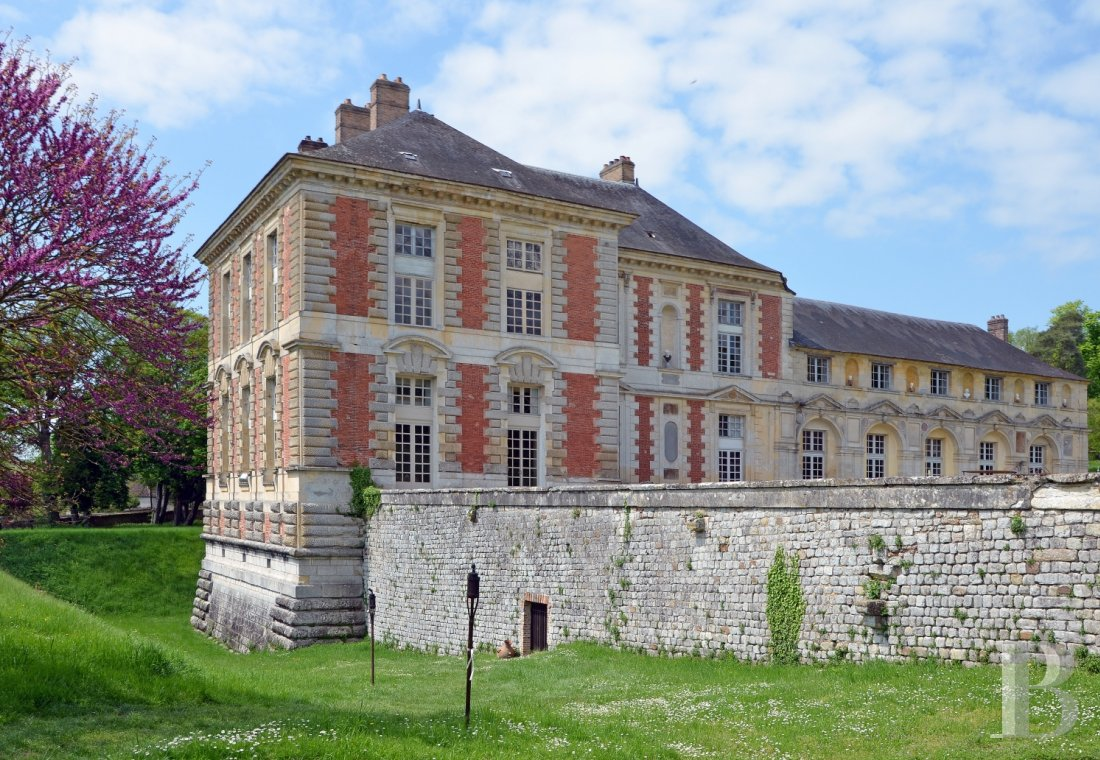 A princely chateau dedicated to organising luxurious events  to the north of the Yvonne, not far from Paris - photo  n°3