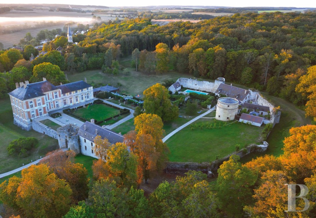 A princely chateau dedicated to organising luxurious events  to the north of the Yvonne, not far from Paris - photo  n°1