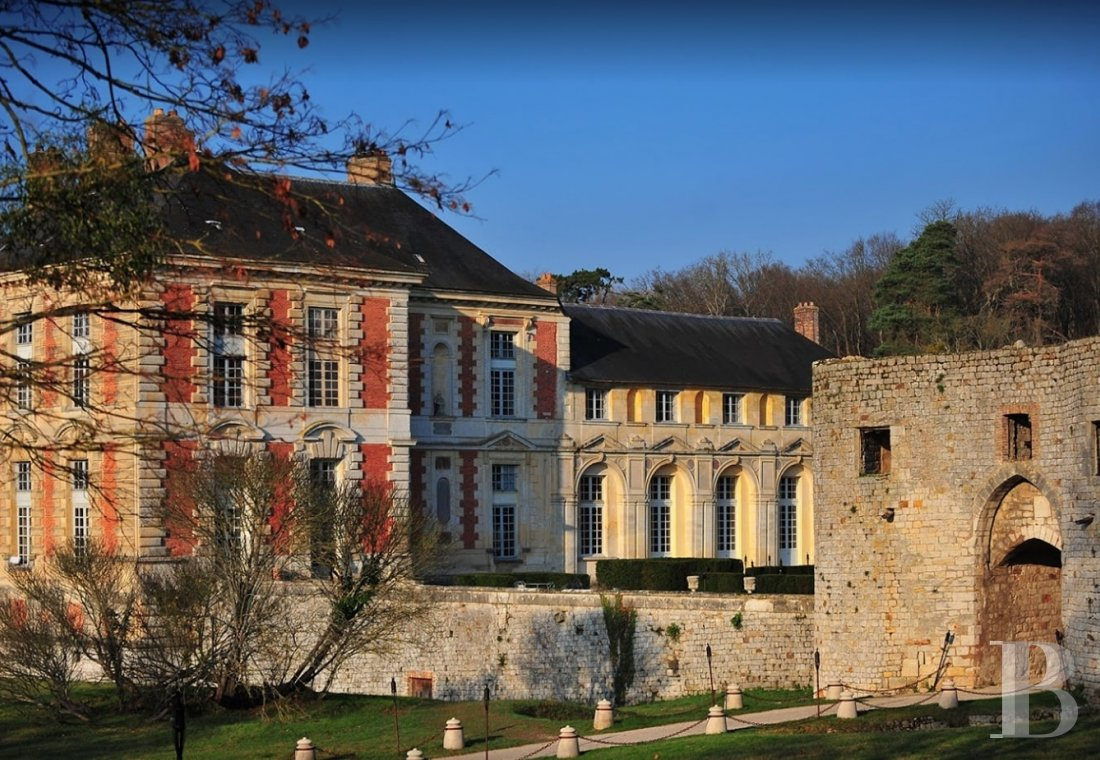 A princely chateau dedicated to organising luxurious events  to the north of the Yvonne, not far from Paris - photo  n°4