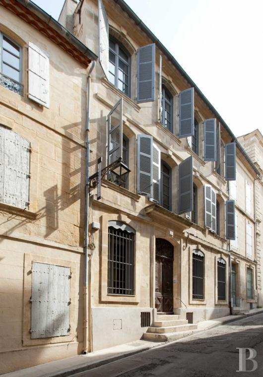 A 17th century house with terraces and gardens in the centre of Arles - photo  n°2