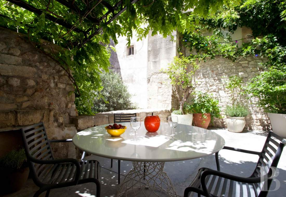 A 17th century house with terraces and gardens in the centre of Arles - photo  n°10