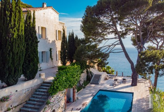 A estate with sixty hectares of land and only the Mediterranean on the horizon in Cassis - photo  n°3