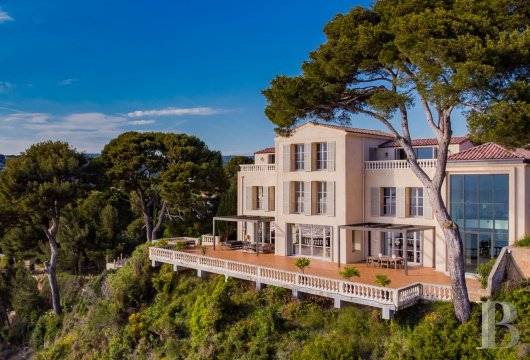 A estate with sixty hectares of land and only the Mediterranean on the horizon in Cassis - photo  n°2