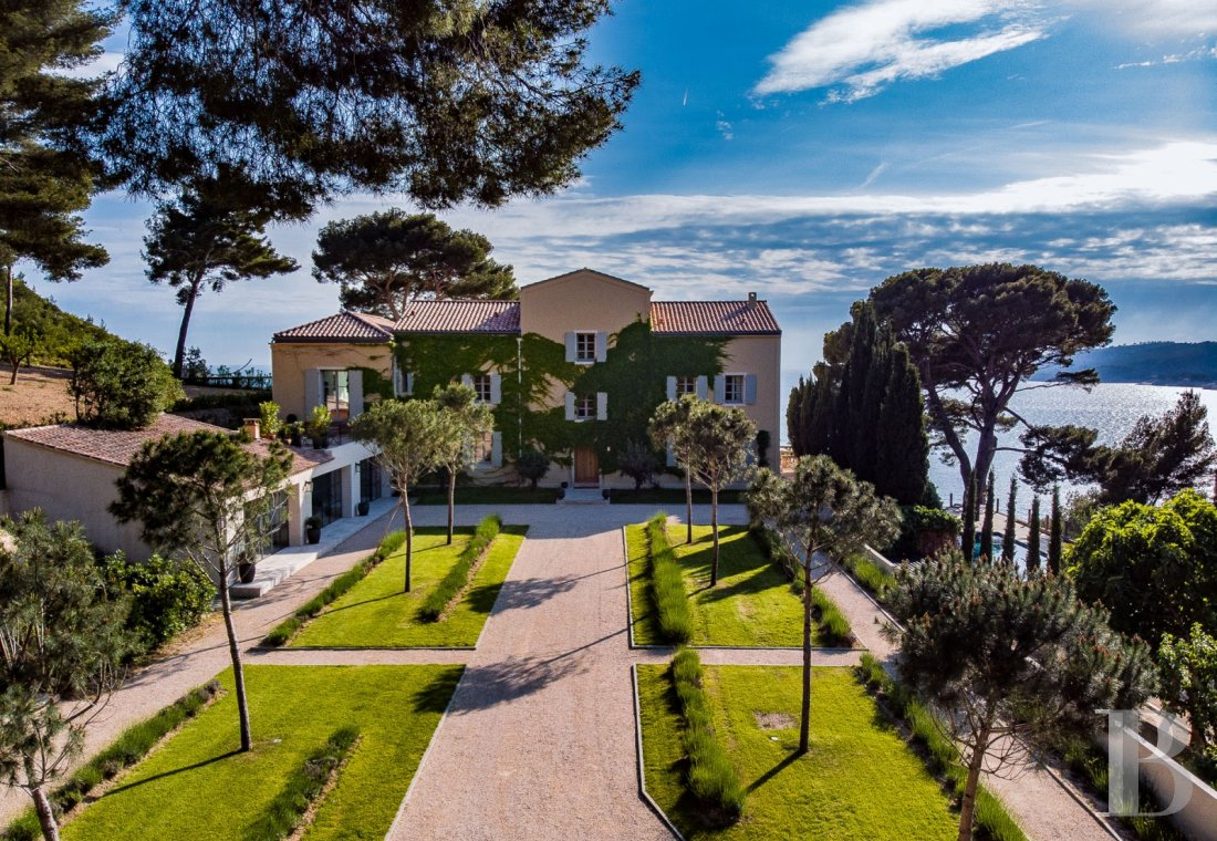 A estate with sixty hectares of land and only the Mediterranean on the horizon in Cassis - photo  n°5