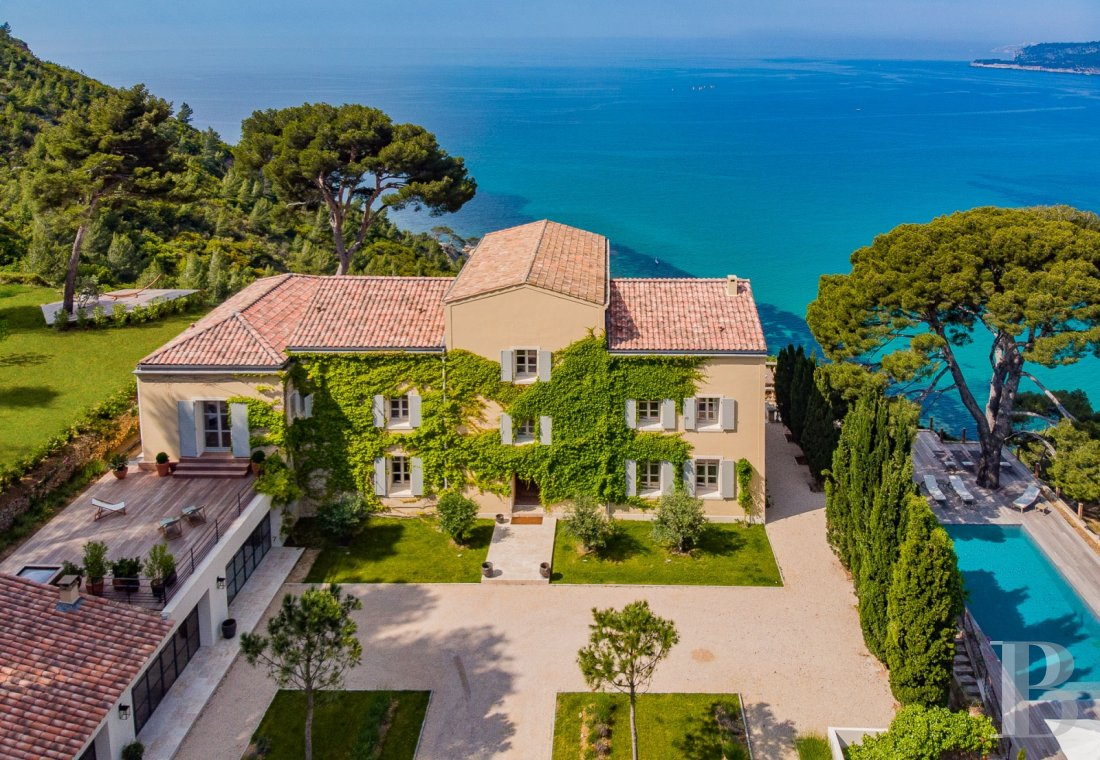 A estate with sixty hectares of land and only the Mediterranean on the horizon in Cassis - photo  n°1