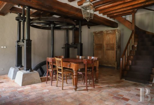 A former water mill at the heart of a vast equestrian estate in the Chevreuse valley - photo  n°14