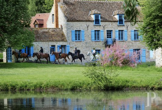 A former water mill at the heart of a vast equestrian estate in the Chevreuse valley - photo  n°1