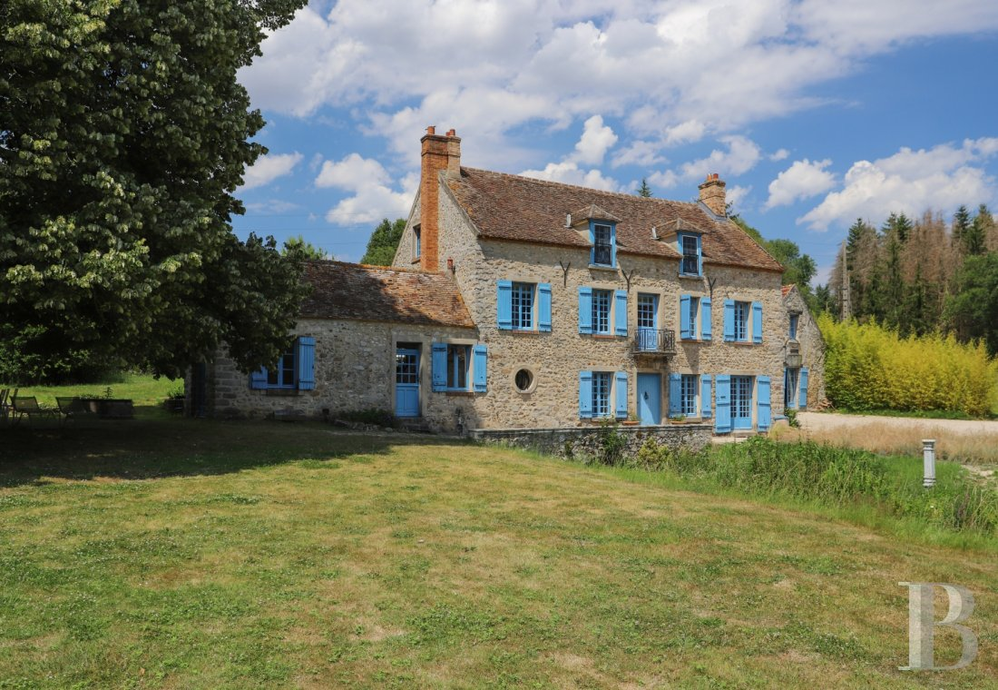 A former water mill at the heart of a vast equestrian estate in the Chevreuse valley - photo  n°4