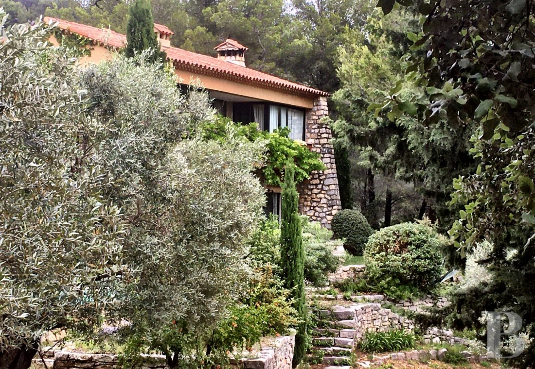 A 1960's architect's house hidden in the hills of Sanary-sur-Mer in the Var - photo  n°15