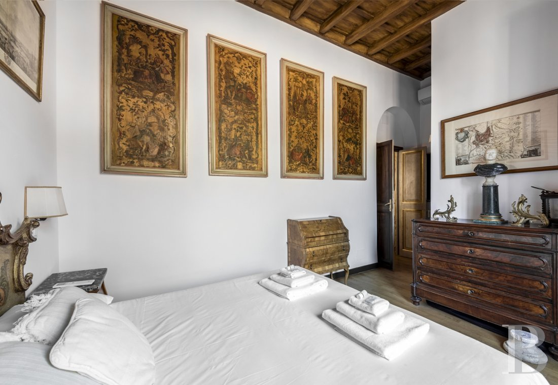 An apartment in a 16th century palazzo very close to Piazza Navona in Rome - photo  n°18