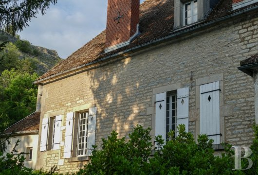 character properties France burgundy   - 4