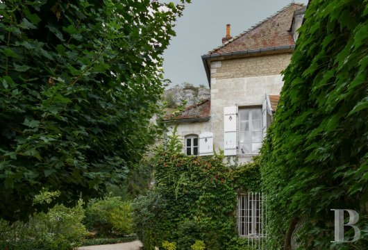 character properties France burgundy   - 3