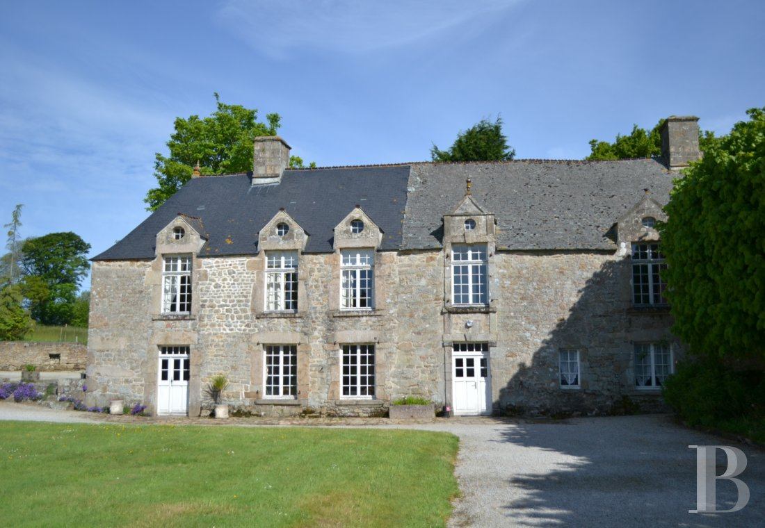 An 18th century chateau and its outbuildings spread across the heights of Val de Saire  in the Cotentin - photo  n°6