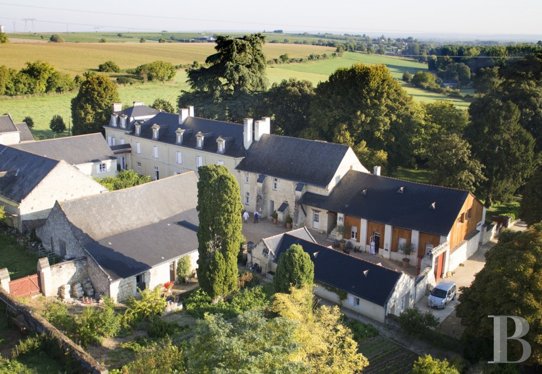 A family house with monastic origins transformed into a hotel and guest house right by the banks of the Loire, between Saumur and Chinon - photo  n°1