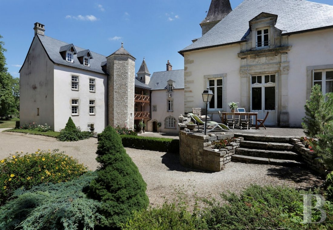 A wine estate and 16th century chateau  in the heart of Burgundy and the Auxey-Duresses vineyards - photo  n°5
