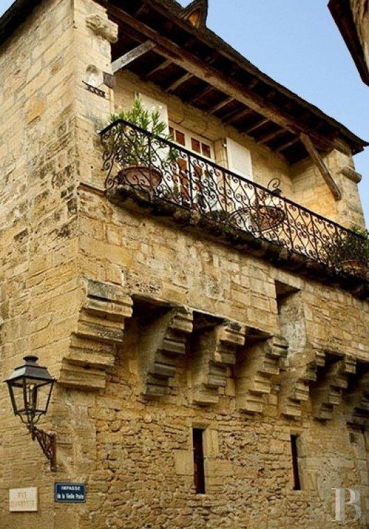 A former mansion with medieval origins now housing five bright suites in Sarlat - photo  n°2