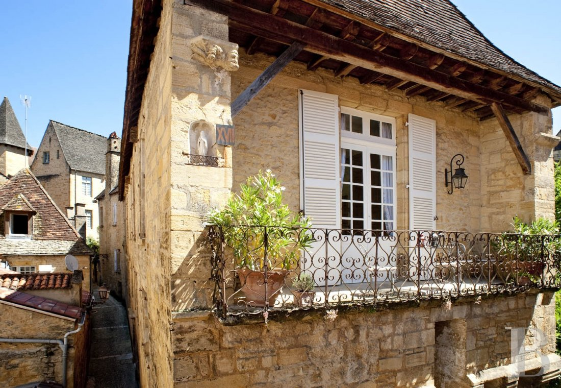 A former mansion with medieval origins now housing five bright suites in Sarlat - photo  n°22