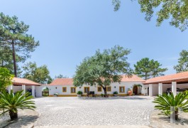 A luxury villa in a private 35-hectare residential property  in Azeitão, near Arrábida Nature Park